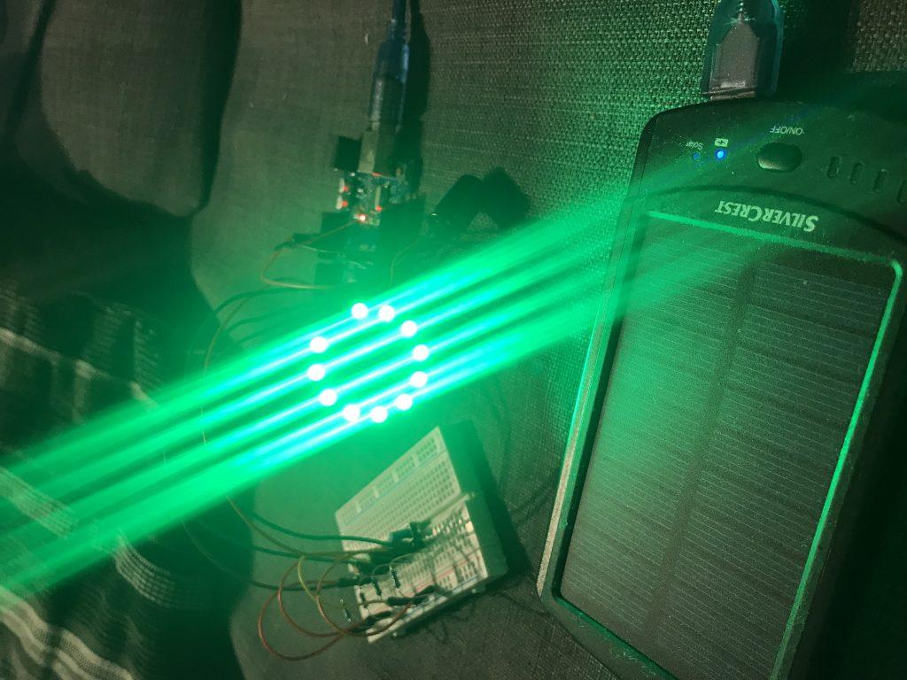NeoPixel-Ring in Aktion mit grün leuchtenden LED's